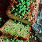 Gâteau aux prunes salées et petits pois recette