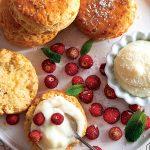 Recette de scones à la crème de coco et aux fraises