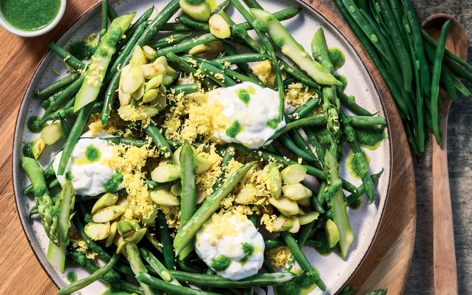 Recette Salade aux asperges et haricots verts, sauce à l'estragon et mimosa aux œufs