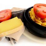 Fusilli au pesto de tomates cerises séchées, basilic frais et pignons de pin